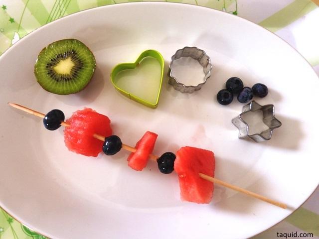 taquid férias de verão espetada de frutas